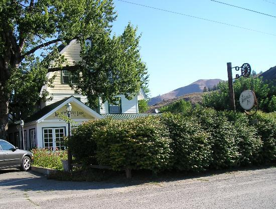 Methow Valley Inn: Front of house