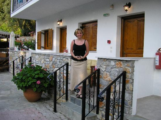 Ioannis Apartments: Outside apartment