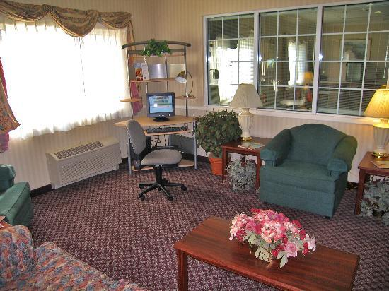 Fairfield Inn Visalia Sequoia: Lobby and business center