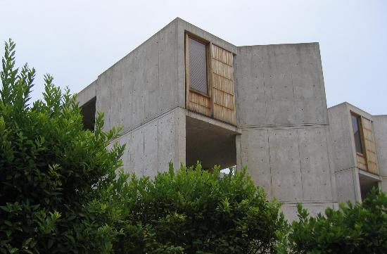 Salk Institute: Foliage adds color to weathered teak and concrete