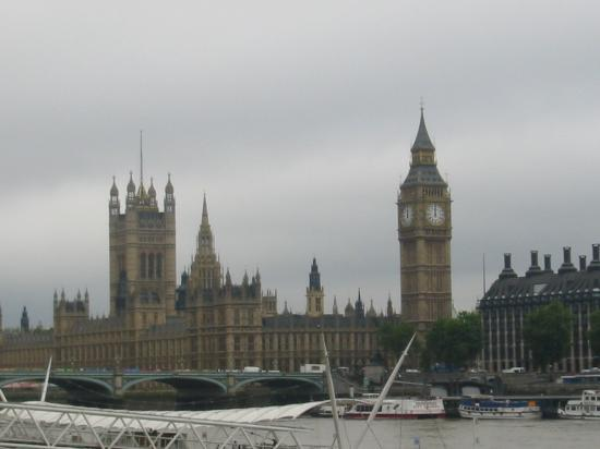Premier Inn London County Hall Hotel: Houses of Parliament, view from Pier