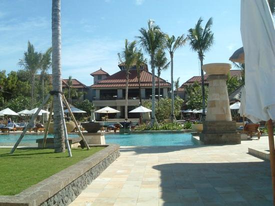 Conrad Bali: View back to the Hotel