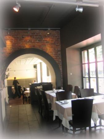 Le Grille:  View of the hotel restaurant from the inside.