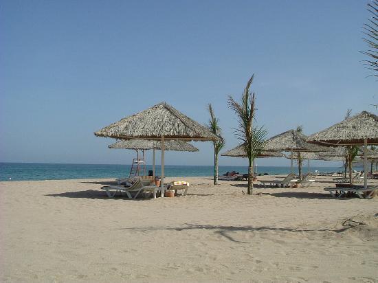 Le Meridien Al Aqah Beach Resort: The beach