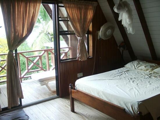 De Reef Apartments : De Reef A-Frame Apt - upper level - upper bed room and balcony