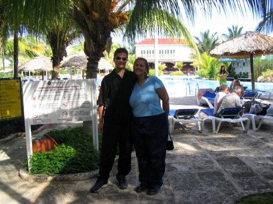 Melia Cayo Coco: us on our last day before leaving... dark long clothes are a bad idea!