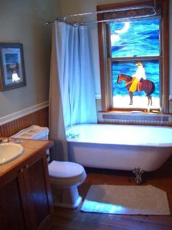 Stump Lake Guest Ranch: Ice Cottage Bathroom