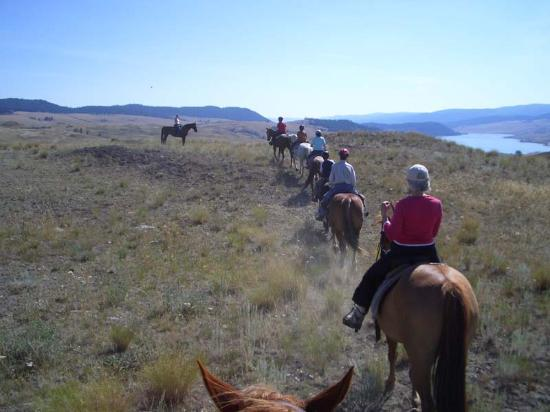 Stump Lake Guest Ranch: Out riding