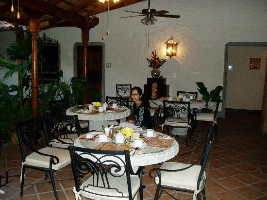 Hotel Los Robles: Eating area