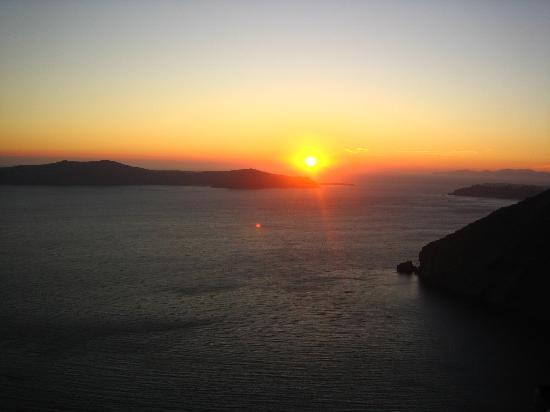 Anteliz Suites Santorini: Sunset from the Anteliz