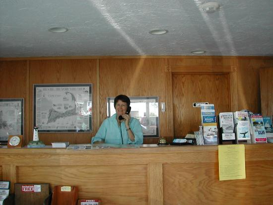‪سيكوست إن: Terri, ever helpful, at reception‬