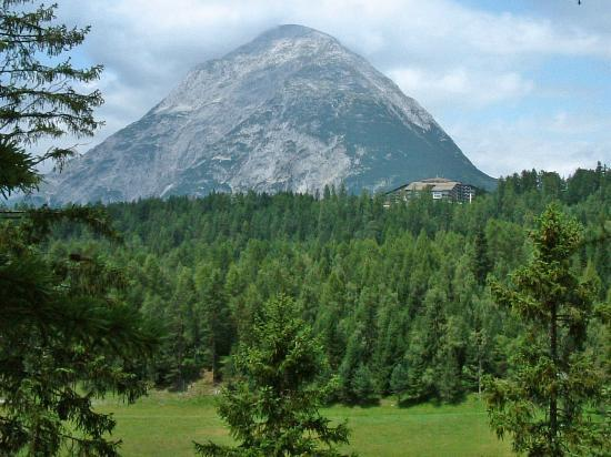 Interalpen-Hotel Tyrol : setting of the hotel