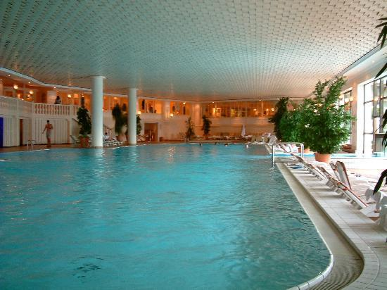 Interalpen-Hotel Tyrol : indoor pool of 50m