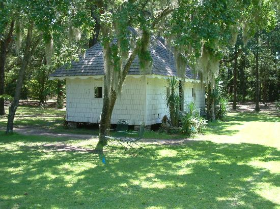 Georgetown, SC: Slave hut in the grounds
