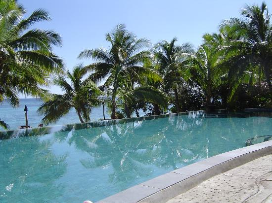 Tokoriki Island Resort: The lush pool - really gorgeous