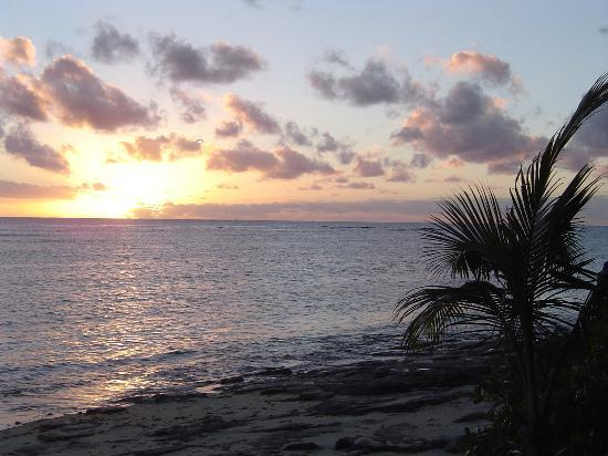 Tokoriki Island Resort: Sunset from outside our bure