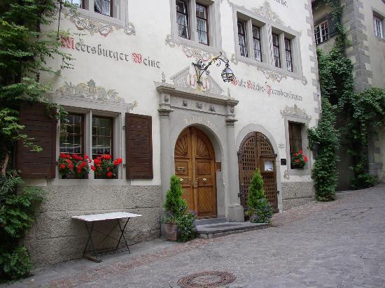 Gasthof zum Baren: Entrance to Gasthof Zum Bären, Meersburg