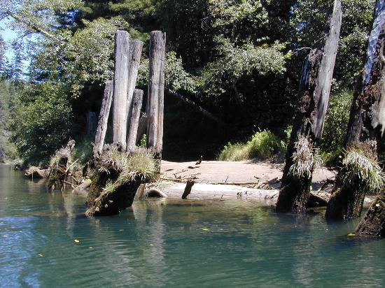 Mendocino, Californie : Remains of the Oxbow Bridge, where the railroad once crossed the river, are located at mile...