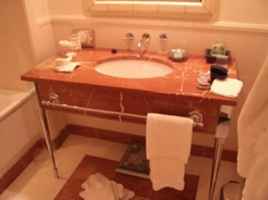 Hotel Amigo: Bathroom Amigo