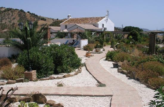 Cortijo Valverde: View of house from casita