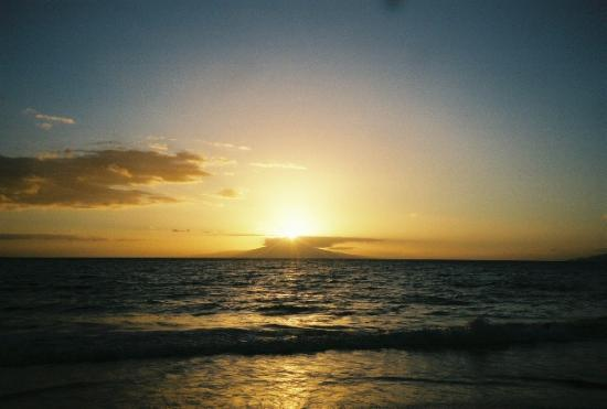 ‪‪Kihei‬, هاواي: Sunsent in Kihei over Lanai-  August 2005‬