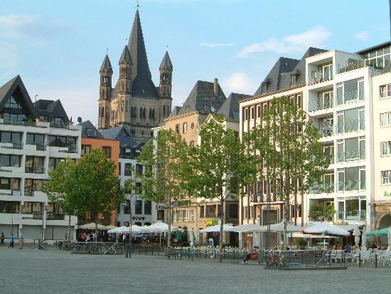 Radisson Blu Hotel Köln: front again