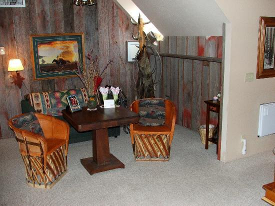 The Suites at Sedona: The relaxing sitting area