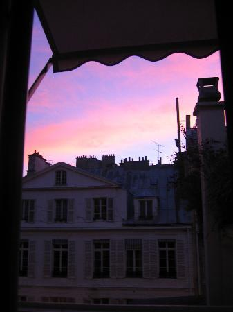 Hôtel de l'Abbaye Saint-Germain: Watching the sun rise in Paris (view from the room)