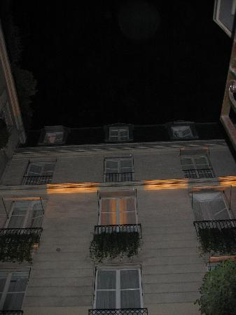 Hotel de l'Abbaye Saint-Germain: The hotel exterior at night