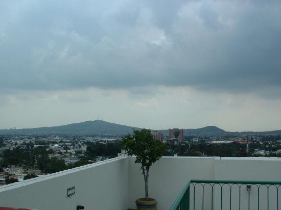 Holiday Inn Guadalajara Select: View from rooftop pool!
