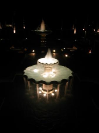 Four Seasons Resort Maui at Wailea: The fountains at night Four Seasons Maui