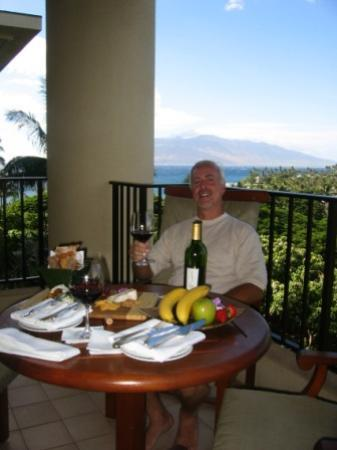 Four Seasons Resort Maui at Wailea: Enjoying an afternoon snack from our balcony - Four Seasons Maui