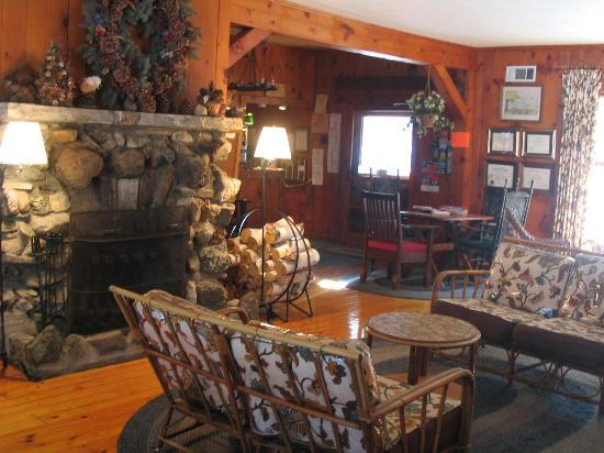 Northern Lake George Resort : Inside main lodge