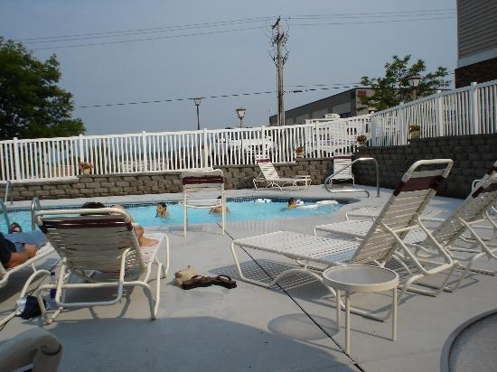 Residence Inn Binghamton: The pool area.