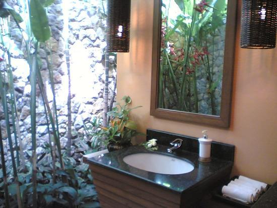 Pimalai Resort and Spa: A lovely restroom