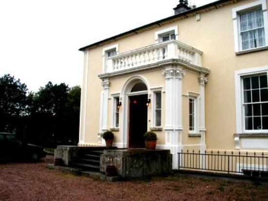 Front view of Portnason House (not the best photo!)