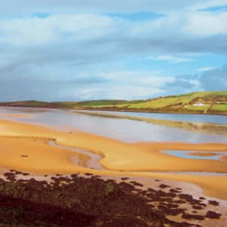 Ballyshannon, Irland: The Erne Estuary behind Portnason House
