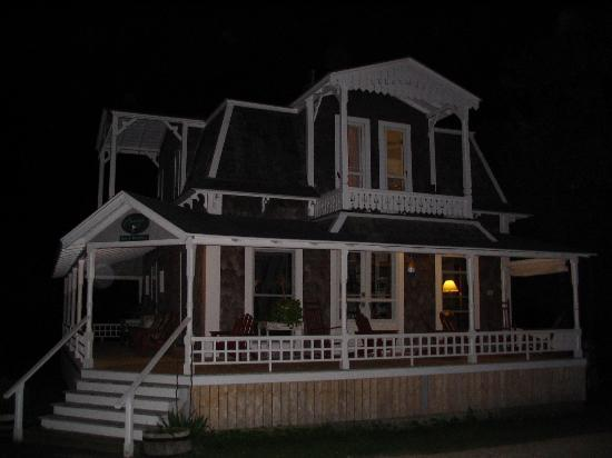 Brady's NESW Bed & Breakfast: Brady's at Night