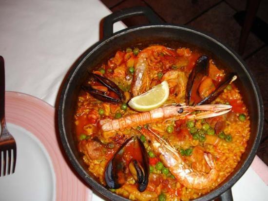 Royal Ramblas Hotel: Paella at Cafe Santa Anna nearby