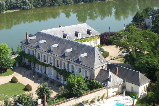 Hotel Le Manoir les Minimes : Le Manoir from the castle