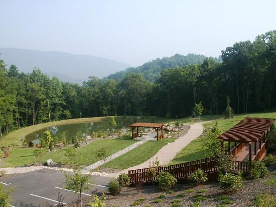The grounds and pond of House Mountain Inn.