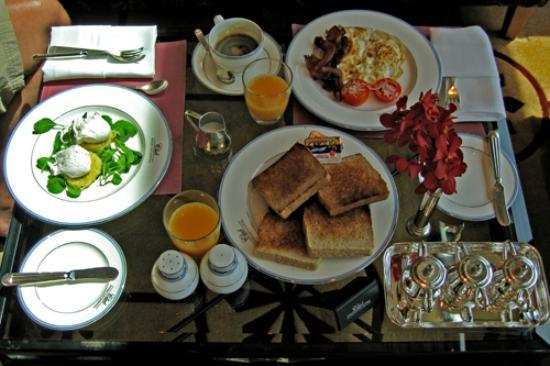 InterContinental Bangkok: The club breakfast included in the club room rate