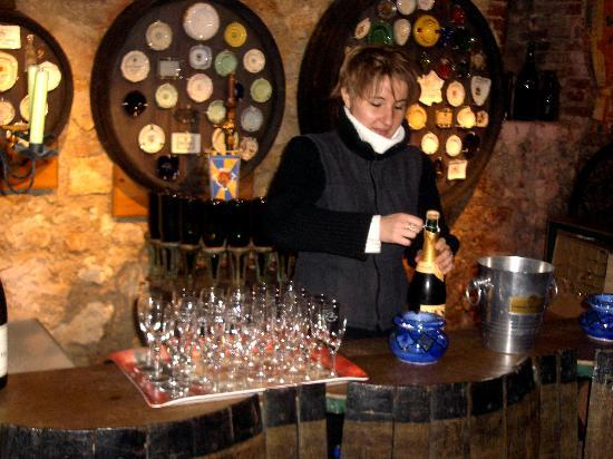 Chateau D'Etoges: Visiting the champagne winery