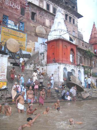 Palace on Ganges: Early morning bathers in Varanasi