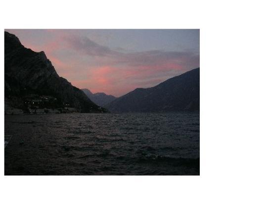Hotel San Giorgio: Sunset at lake Garda