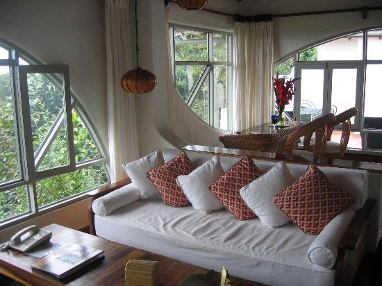 Finca Rosa Blanca Coffee Plantation & Inn: Master Suite Sitting Area