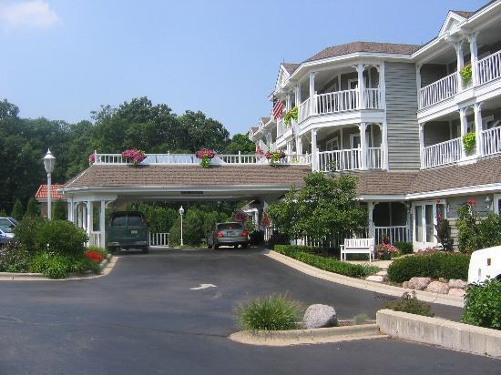 Geneva Inn: View of front entrance of Inn