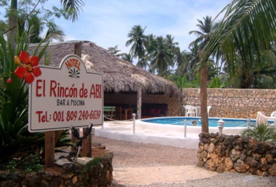 El Rincon De Abi: entrée piscine