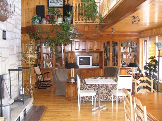 Domaine de L'Etang Bed and Breakfast : Dining and Common area