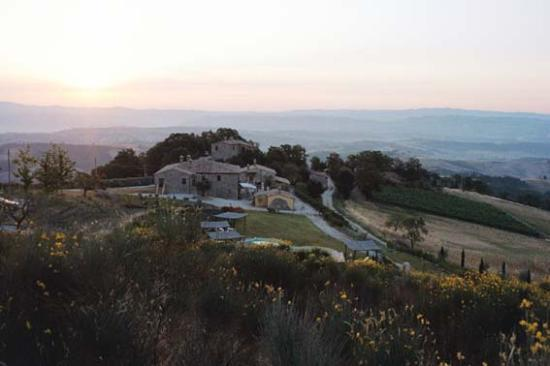 I Casali di Monticchio: The sun rises on Monticchio